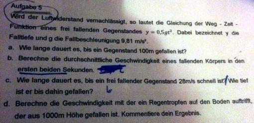 Freier Fall bei vernachlässigtem Luftwiderstand. y = 0.5gt^2 ...